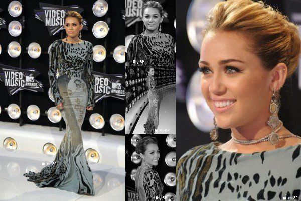 """28.08.2011 Miley au """"Video Music Award"""". Elle était vraiment magnifique. Je trouve sa robe originale, mais elle lui va à merveille et son maquillage et sa coiffure : Magnifique. Top !"""