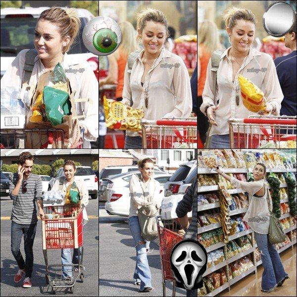 Miley fait ses courses.
