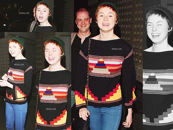 12/02/14 : Kaz a été aperçue se baladant avec une amie à Los Angeles. Le soir elle s'est rendue au cinéma !
