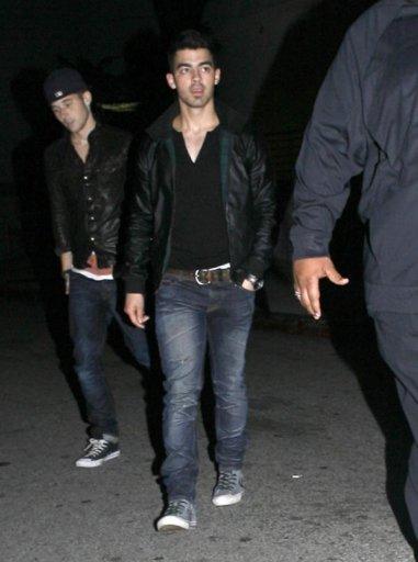 Joe à L.A+Nick à NY+ Nick à une soirée
