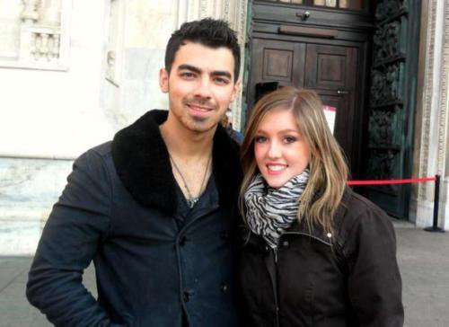Joe.aéroport+nick.N.Y+joe.phot.milan+phot.joe.fan+joe<3
