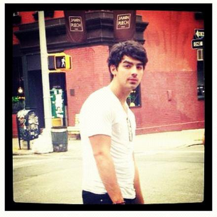 joe.chicago+nick.fan+joe.n.y+kev.tweet+joe.tweet+joe.vid