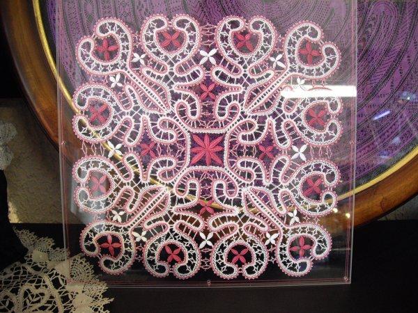 Arlette est l'auteur de ce joli motif, qu'elle a fait en double exemplaire pour offrir