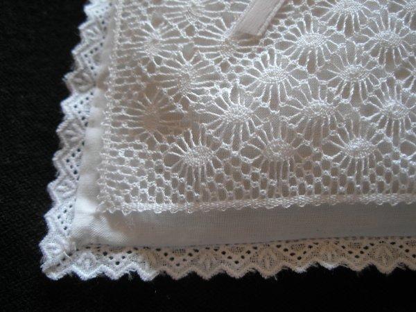 MARIE JOSE : quelle pureté ce petit coussin en pur lin, c'est superbe !