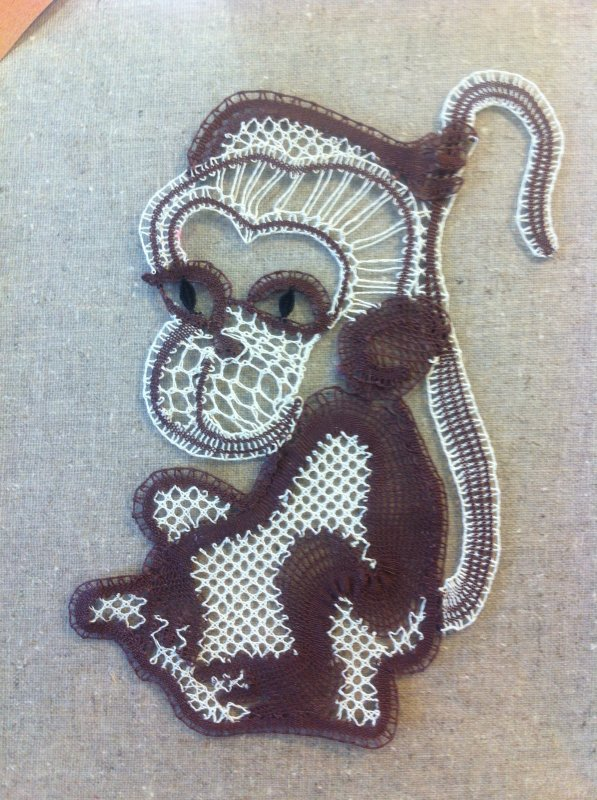 CATHY    petit singe ! à ma grande surprise  il est plus joli réalisé que sur le carton, quelque fois c'est l'inverse