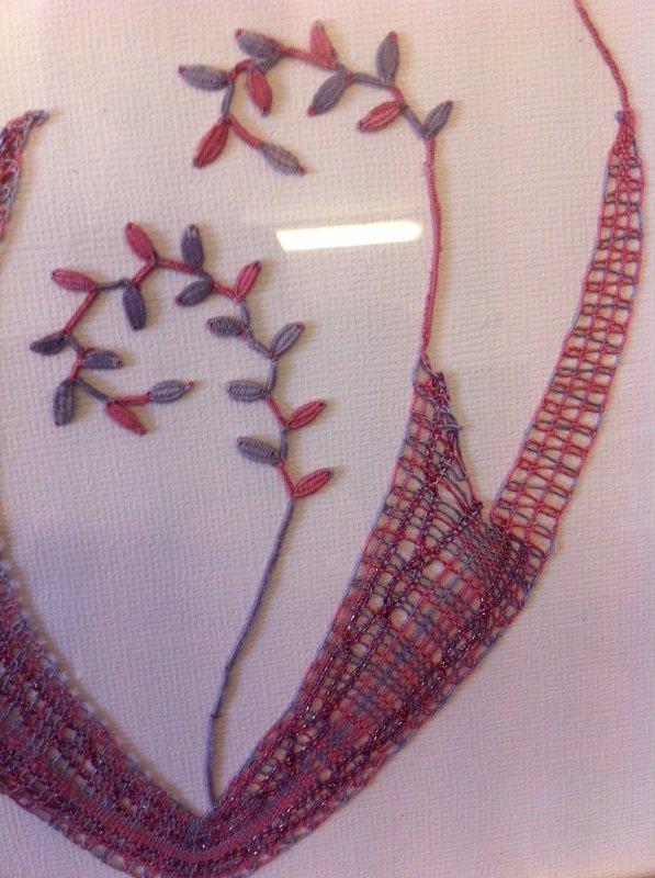 NADINE de la soie, du brillant pour ce petit motif floral