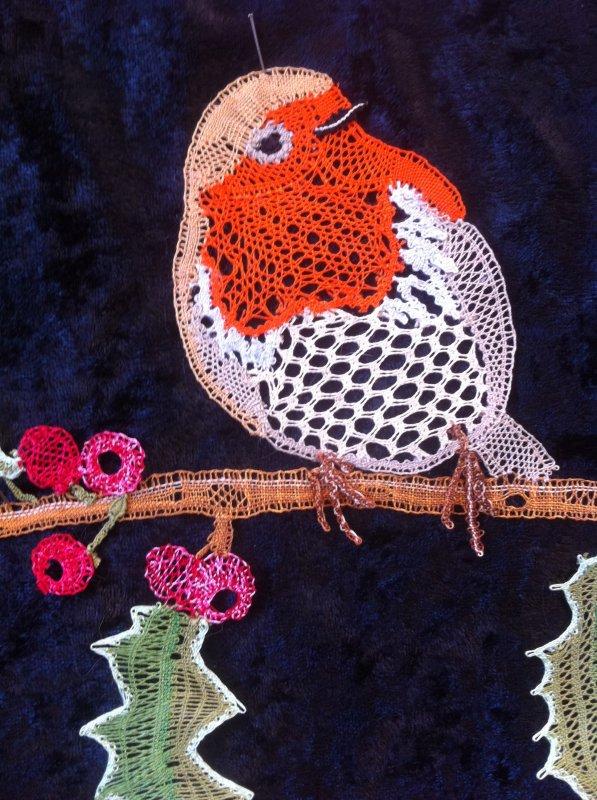 ARLETTE très bel oiseau issu de la revue de la Dentelle du PUY EN VELAY