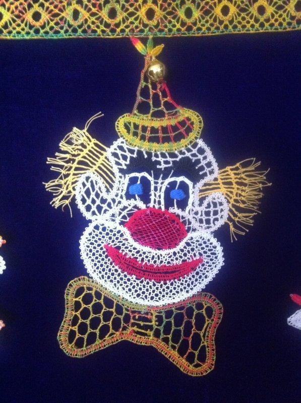 MADELEINE a eu la gentillesse de passer nous dire bonjour en compagnie de ses 3 clowns terminés.
