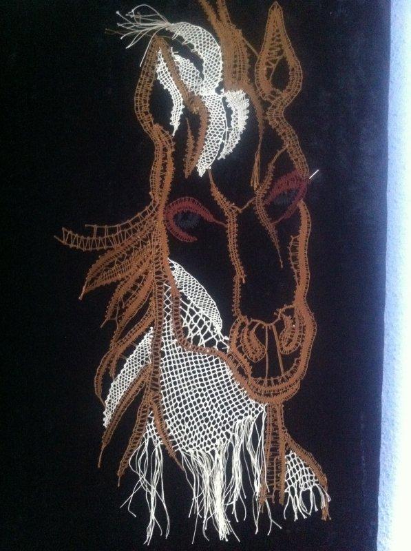 JOCELYNE R. très beau travail de fils coupés, il a du caractère ce cheval !