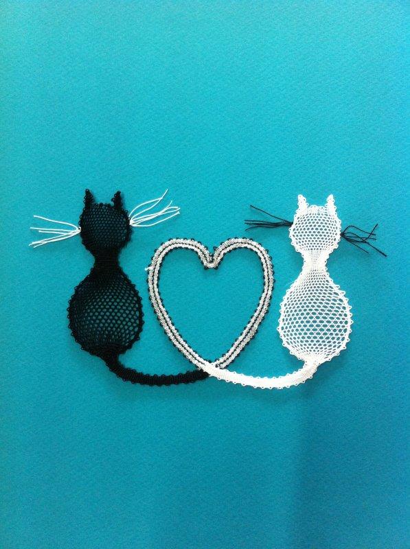 CHRISTINE R. simple à réaliser, trop chouettes ces petits chats ! d'autres vont venir les rejoindre... affaire à suivre....