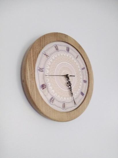 CATHY nouvelle horloge très joliment réalisée et elle fonctionne ! grâce à la complicité d'un autre artisan, super !