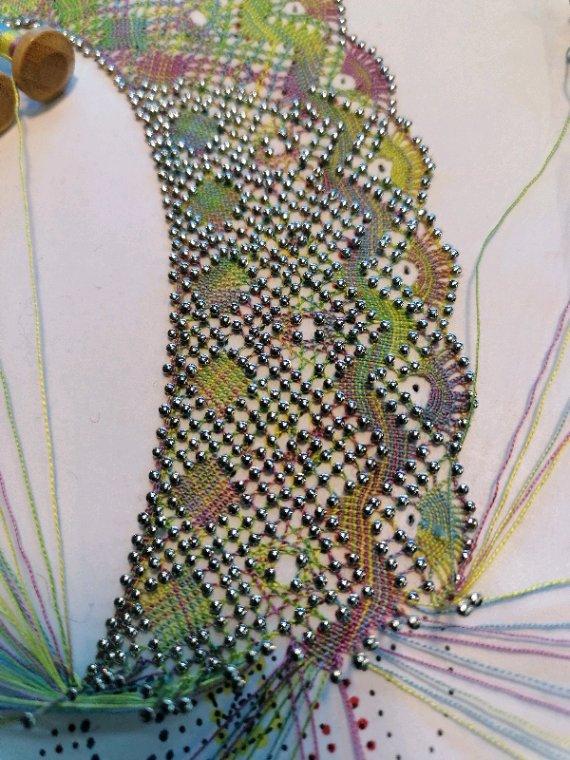 MONIQUE L. joli modèle et surtout le plus de ce travail c'est le fil multicolore, c'est chouette !