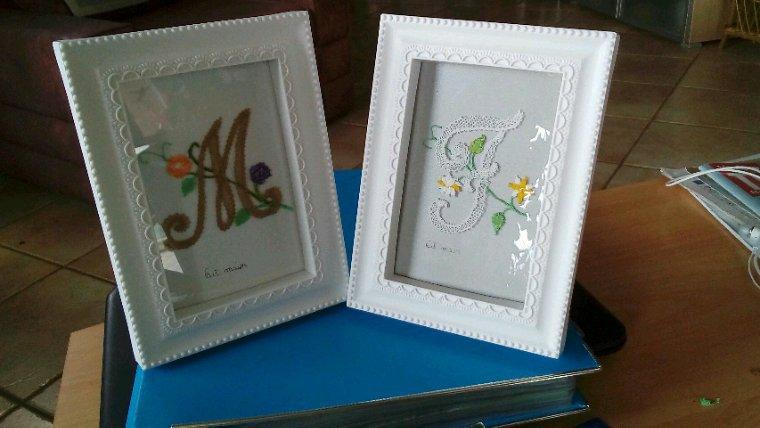 FRANCINE n'a peur de rien ! Elle se lance dans un abécédaire, les lettres sont ornées de petites fleurs, elles sont vraiment belles.