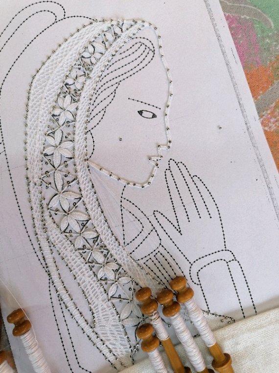 CATHY belle représentation religieuse, la ganse princesse du visage est très bien réalisée, c'est très joli