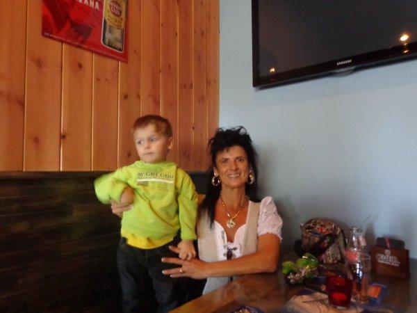 et voila  mon petit fis  et moi sa mami