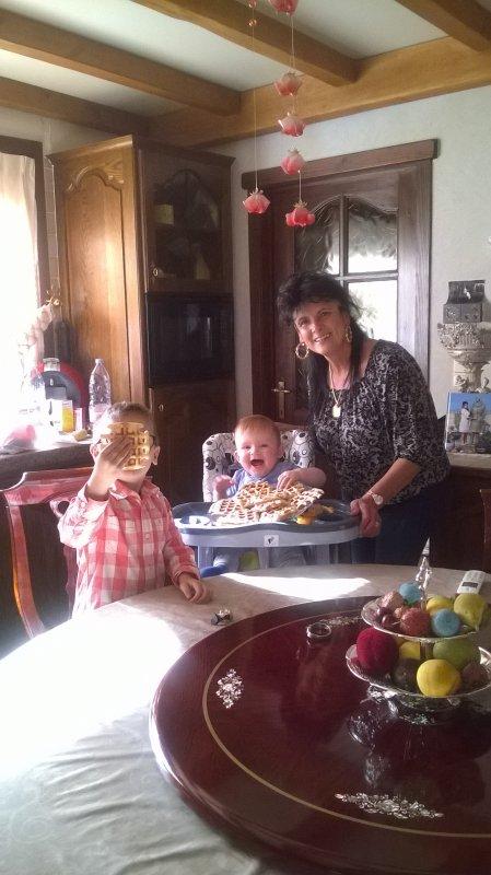 mes  2   cheri   a moi   etet   remplie de bonheur   que mami  avait fait   des  gaufre
