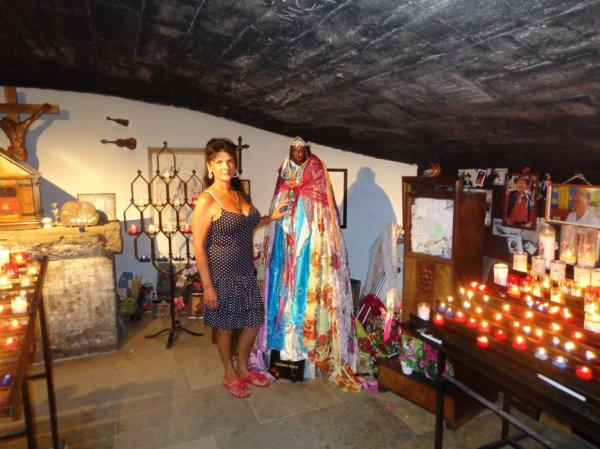 a sainte marie de la mer  en camarque  une  priere  pour notre  patrone des gitan   st  sara