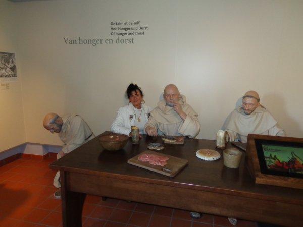 une visite  o moines  moniques