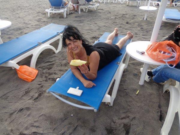 je suit heureuse  avec  peut de chose  le soleille   et la mer