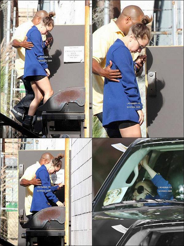 . † 14/O7/13 † Gaga repérée dans Los Angeles vers un studio d'enregistrement !  Que pensez-vous de ces photos ? De la tenue de Gaga ? TOP ? BOF ? FLOP ? Laissez-nous tout vos avis !!! .