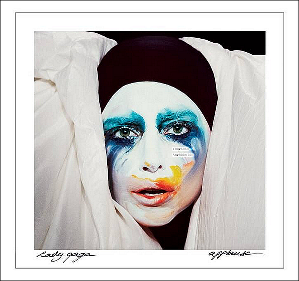 ". † 29/O7/13 † VOICI ENFIN LA POCHETTE DU SINGLE ""Applause"" de ARTPOP !  ."