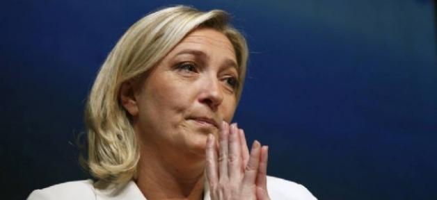 Marche républicaine dimanche pour Charlie Hebdo: Marine Le Pen s'indigne contre le fait d'être tenue à l'écart...