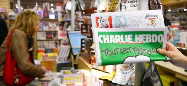 Des crayons géants ont été exposés à Bogota en hommage aux victimes de l'attentat contre Charlie Hebdo... Regardez !