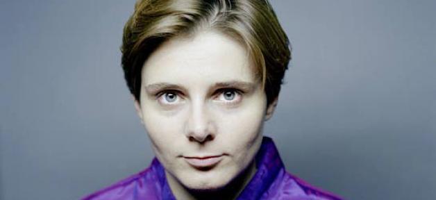 Caroline Fourest brandi sur Sky News la Une du nouveau Charlie Hebdo: La chaîne lui coupe l'antenne en direct... Regardez !