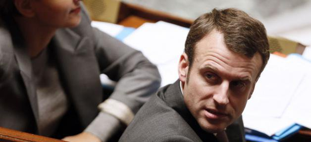 """Il porte plainte: Emmanuel Macron dit avoir reçu """"des menaces de mort de certains officiers publics ministériels"""""""
