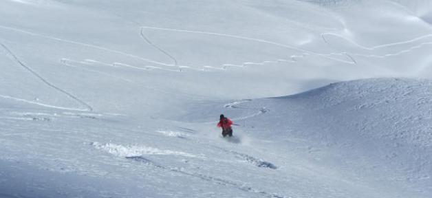 Un groupe de cinq skieurs hors piste emporté par une avalanche en Haute-Garonne: 1 mort !