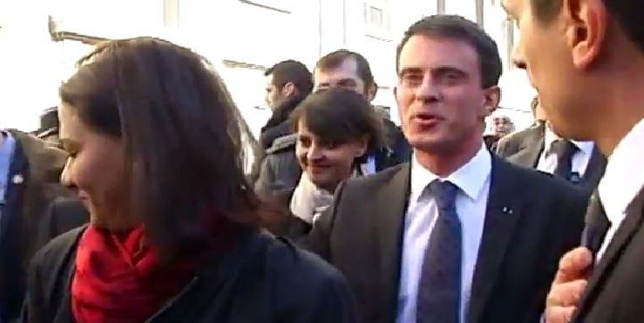 Regardez les images de Manuel Valls hué à son arrivée dans un lycée marseillais...