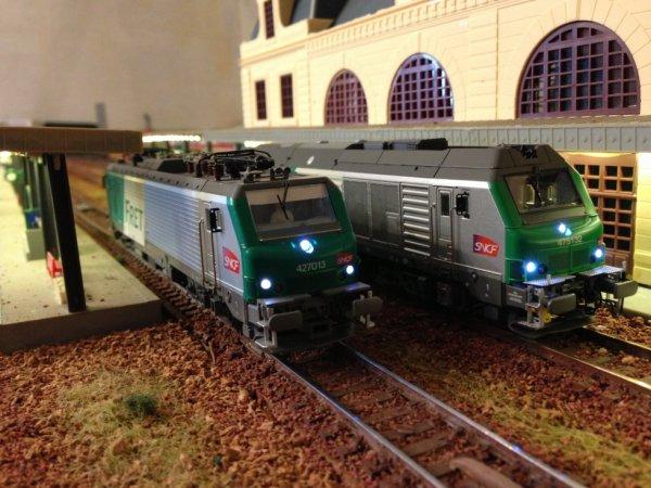 BB 427013 FRET + BB 475132 en gare