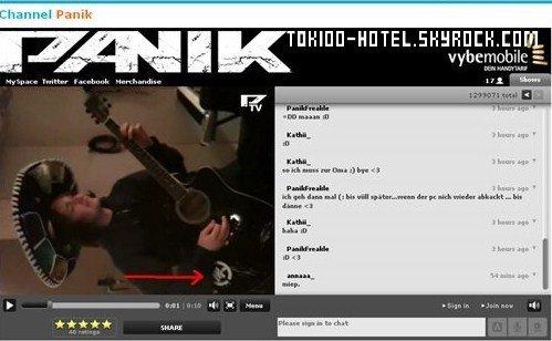 Le groupe Allemand Panik avec une guitare avec le logo de Tokio Hotel