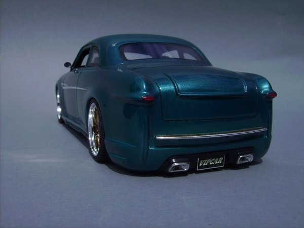 FORD 1949 COUPE - AMT - PIECE ASSEMBLEE 7