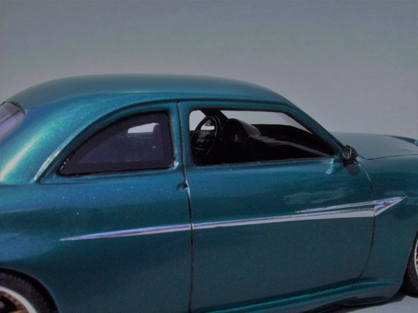 FORD 1949 COUPE - AMT - PIECE ASSEMBLEE 9