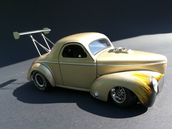 WILLYS ' 41 STREET ROD - REVELL - PIECE ASSEMBLEE 3