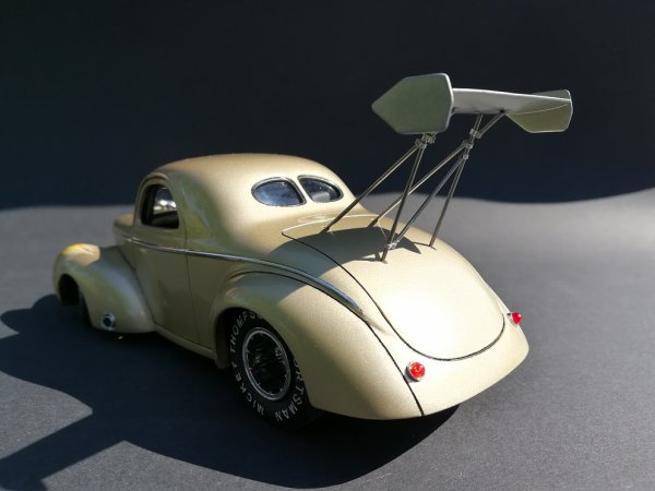 WILLYS ' 41 STREET ROD - REVELL - PIECE ASSEMBLEE 4