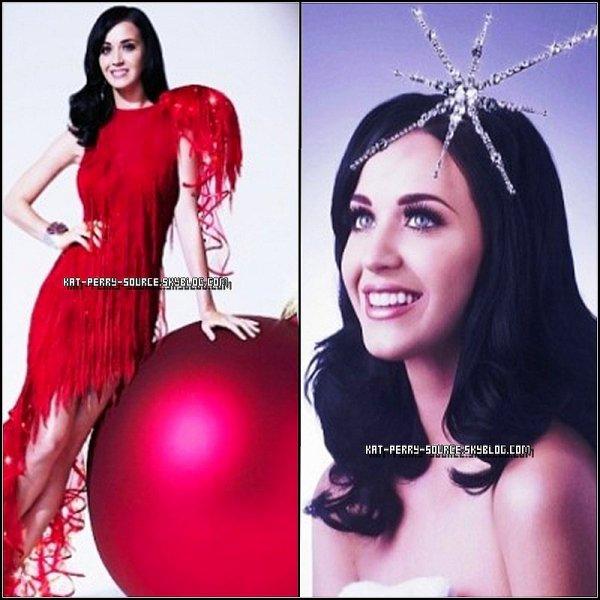 Katy dans la semaine festive  Décembre du magazine Grazia ; photographiée par Gavin Bond