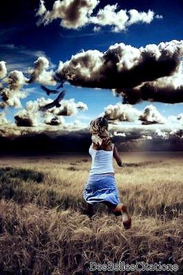 """""""Le bonheur, quel qu'il soit, apporte air, lumière et liberté de mouvement."""" Friedrich Nietzsche."""