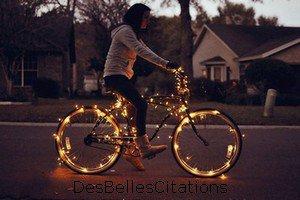 """""""La vie, c'est comme une bicyclette, il faut avancer pour ne pas perdre l'équilibre."""" Albert Einstein."""