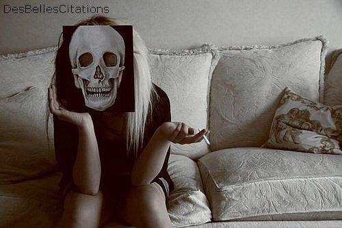 """""""Vivre d'amour pour ne pas mourir seule."""""""