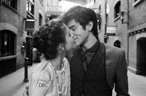 """""""Seule la distance d'un baiser sépare l'amour de l'amitié."""""""