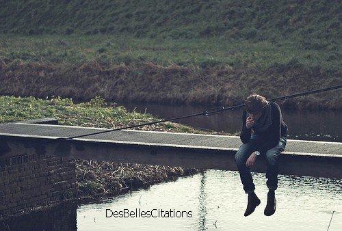 """""""Mes larmes coulent, comme pour prouver mon désespoir, à la recherche de la moindre lueur d'espoir."""""""