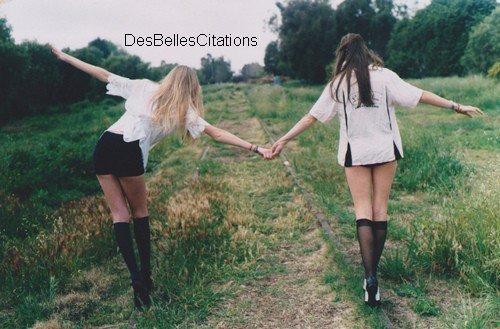 """""""Les amis sont ceux qui vous forcent au bonheur."""" Denys Gagnon"""
