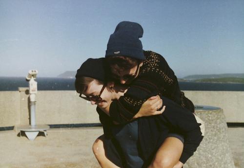 """"""" La vie est un jeu violent et hallucinant; la vie, c'est se jeter en parachute et prendre des risques. Tomber et se relever. """"   Paul Coelho"""
