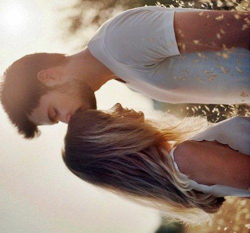 """"""" Ce qui constitue la séduction d'un homme, ce n'est pas qu'il soit beau, mais qu'il convainque une femme qu'elle est belle auprès de lui. """" - Eric-Emmanuel Schmitt.-"""
