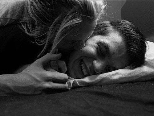 """""""Le plus souvent on cherche le bonheur comme on cherche ses lunettes : quand on les a sous le nez ."""" - André Maurois. -"""