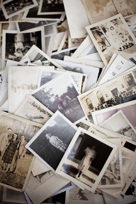 '' L'avenir nous tourmente, le passé nous retient, c'est pour ça que le présent nous échappe. '' - Gustave Flaubert. -