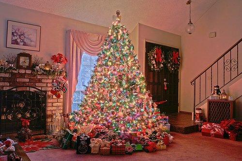 """"""" Bientôt Noël... Cette jolie période de l'année où l'on ne songe plus au passéni au futur mais rien qu'aux présents ! """"Antoine Chuquet"""