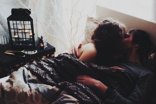 """""""Pour moi, tu es un étranger parce que je t'ai aimé, sans rien comprendre de toi."""" - No pasaràn, le jeu"""